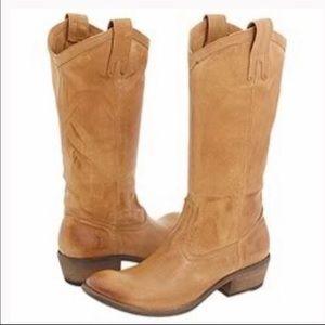 Frye Carson Pull on Cowboy boots light tan